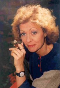 Portrait EJH sitzend mit Zigarre (Farbe)